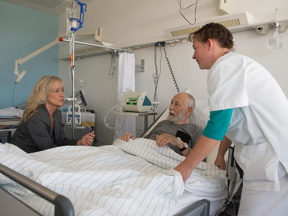 Das Uni-Klinikum Bonn bietet jetzt Kurse für Angehörige von pflegebedürftigen Patienten an + + + mehr: