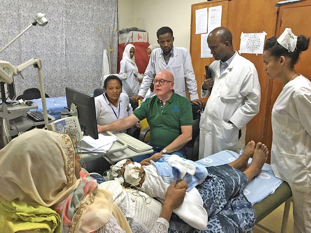 Bonner Uni-Arzt hilft Kindern in Afrika