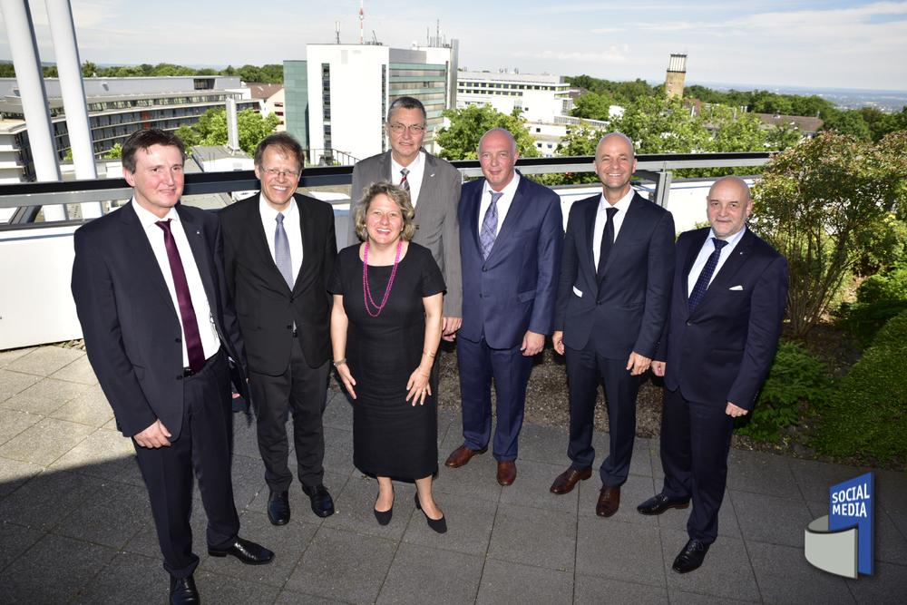 Wissenschaftsministerin Svenja Schulze besucht das UKB