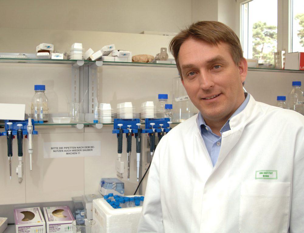 HIV/AIDS: Eine Wurminfektion verdoppelt das Ansteckungsrisiko-  Bonner Forscher an DZIF-Studie beteiligt