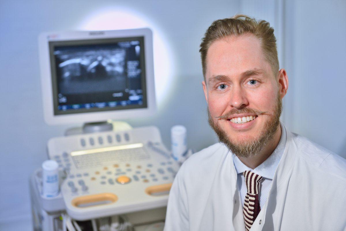 Ein Spezialist für die Diagnose von Rheuma