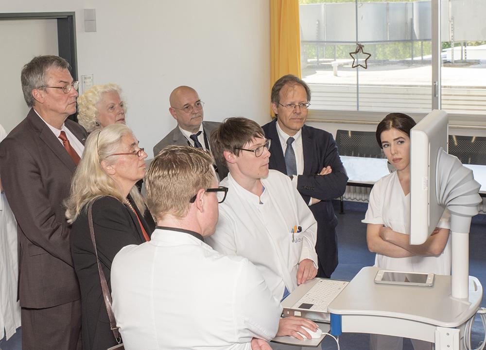 NRW-Wissenschaftsministerin Pfeiffer-Poensgen zu Besuch beim Universitätsklinikum Bonn (UKB)