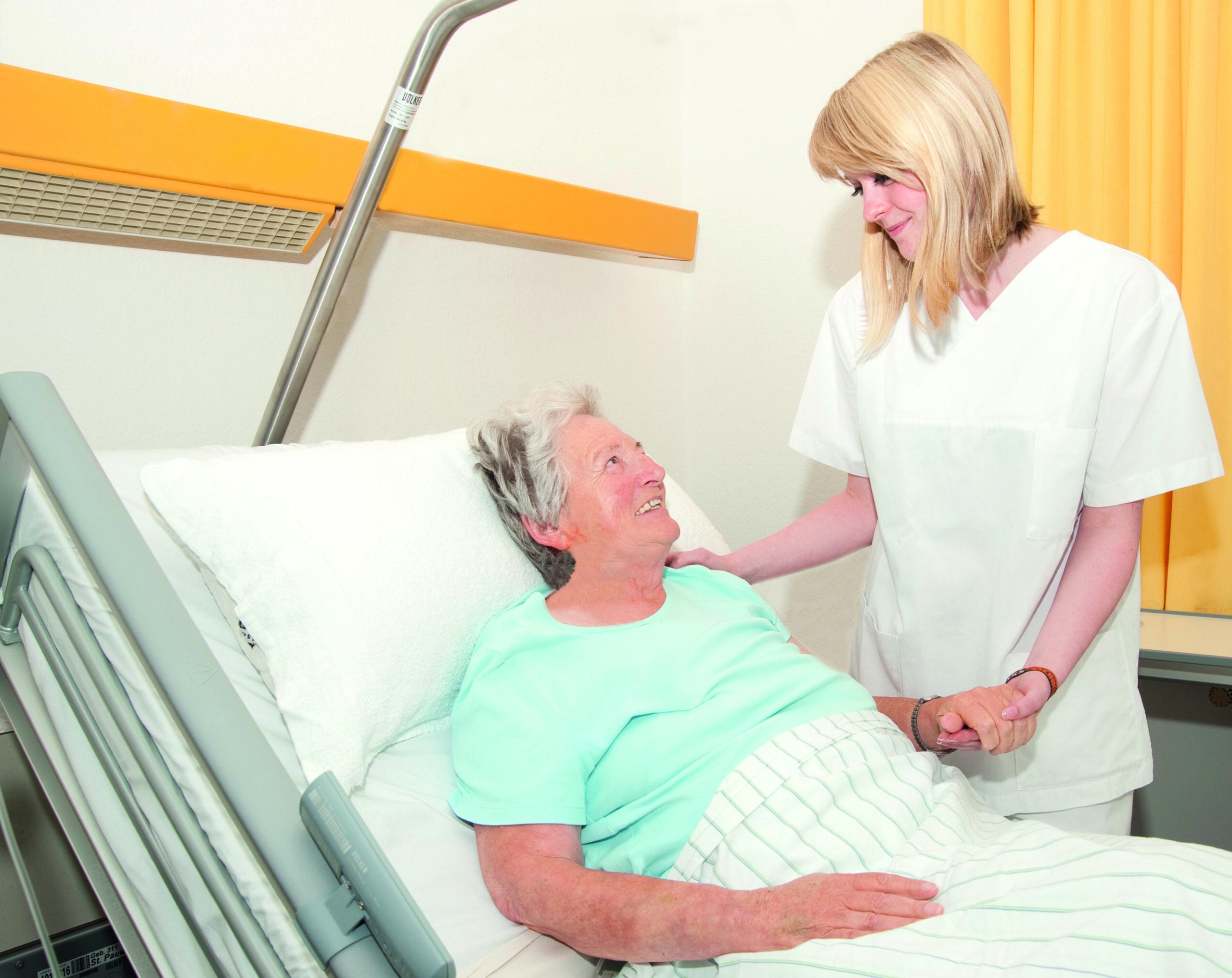 Pflegende in ihrem Beruf stärken – Fachtagung empCARE präsentiert Ergebnisse aus drei Jahren Training und Forschung