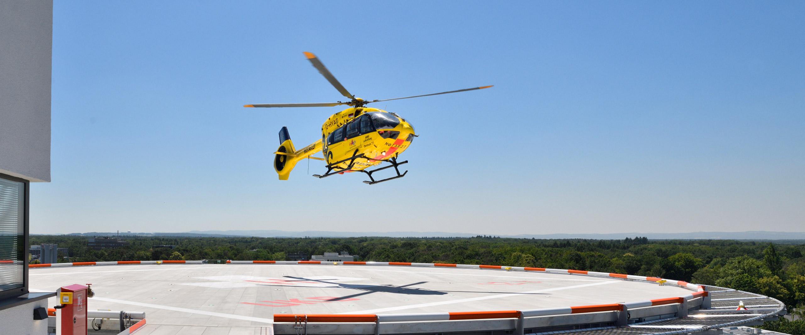 Neuer Hubschrauberlandeplatz auf dem Dach des Bonner Universitätsklinikums in Betrieb
